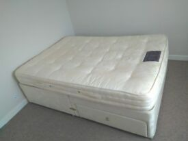 Double double bed with upholstered base with 2 drawers, 51 x 75 inch (130 x 190 cm).