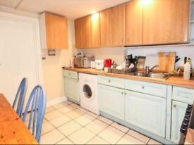 studio flat in central Headington shops / brookes suitabil for One person.bills included £150 pw