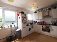 4 double bedroom, 2 bath flat set over 2 floors a short walk from Holloway Rd & Finsbury Park tubes