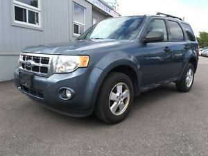 2011 Ford Escape XLT NO ACCIDENTS!/ OLD SCHOOL BODY STYLE