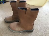 Size 5 fur lined rigger boots, steel toe caps
