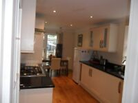 A BEAUTIFUL FURNISHED SPACIOUS DOUBLE ROOM AVAILABLE TO WORKING PERSON IN A NEW 3-BEDROOM HOUSE !