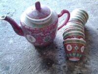 VINTAGE CHINESE PORCELAIN FAMILLE ROSE Teapot with matching tea bowls
