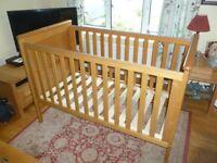 Mama's and Papa's Hampton Cot Bed