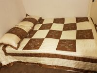 King size brown and cream bedspread and 2 pillow case grest condition