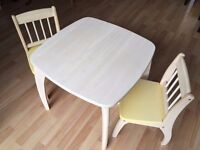Pintoy junior table and two chairs