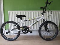 BMX Zinc Backbone 20 Inch BMX Bike.WHITE... BARGAIN £35. RIDDEN TWICE....GREAT CONDITION.