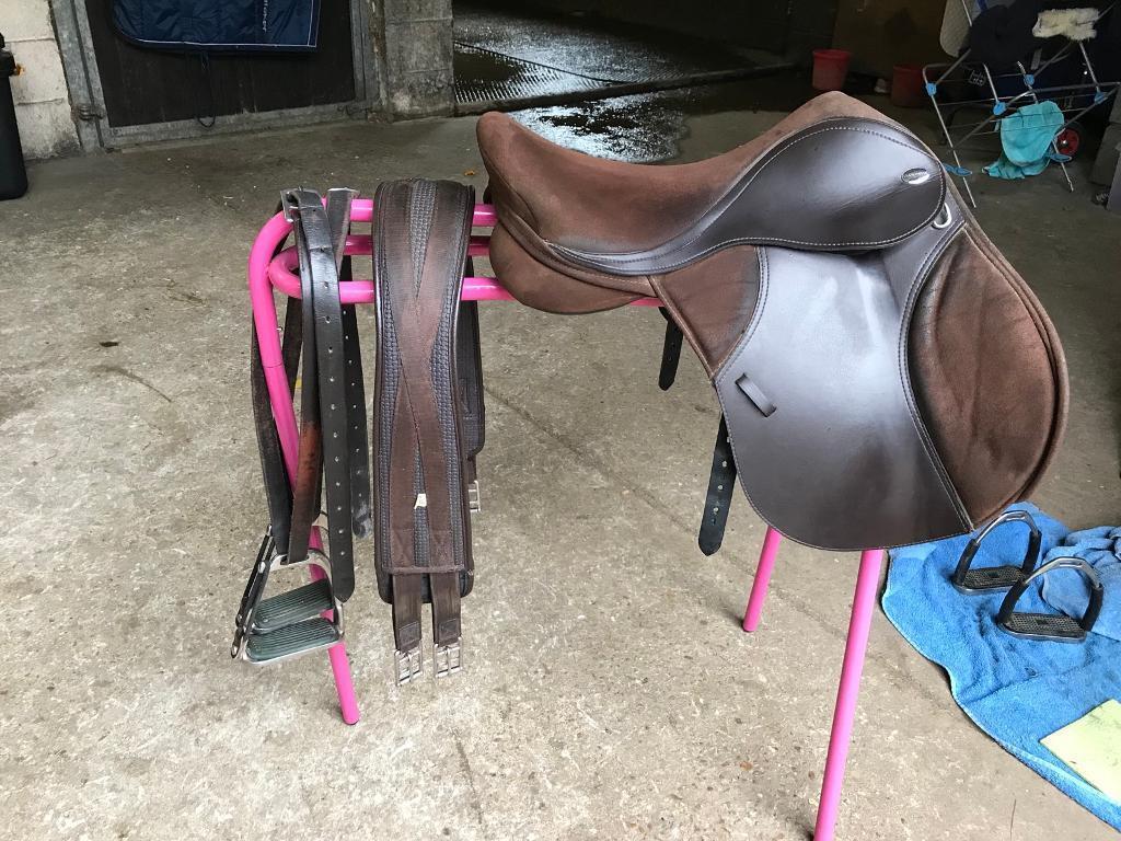 Thorowgood T4 pony club saddle 16.5