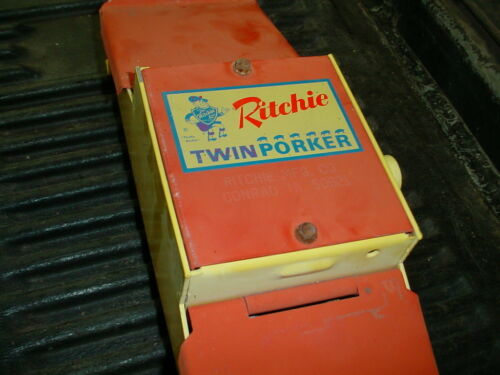 NEW OLD STOCK RITCHIE Poultry,CHICKEN, LITTLE PIGS,DOG AUTOMATIC Fount Fountain-