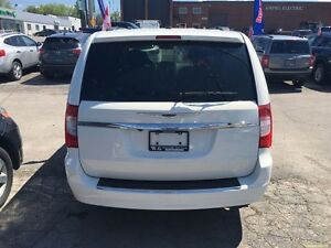 2011 Chrysler Town & Country Touring * LEATHER * CAM * HTD PWR S London Ontario image 8
