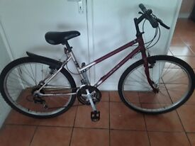 £30 nice lady/s bike allworking 26 wheel 16 frame 18 gears can d3liver local for petrol cost