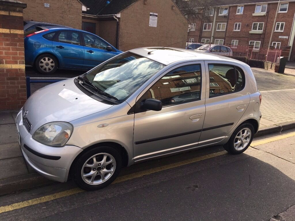 toyota yaris 1 3 cdx 2003 silver 5 door low genuine miles 62k new mot in leicester. Black Bedroom Furniture Sets. Home Design Ideas