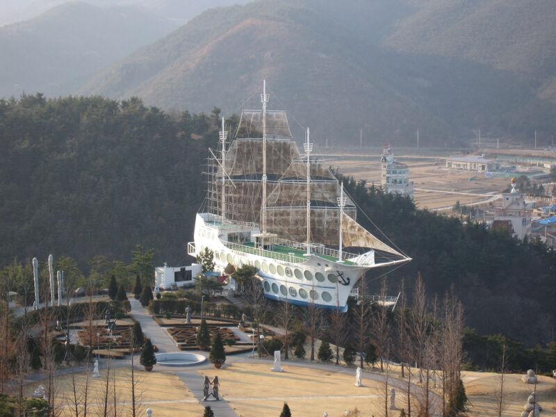 Ein bisschen Meer auf dem Land: das Sun Cruise Resort (khym54 (CC BY-NC-ND 2.0))