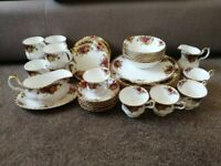 40 piece Royal Albert 'Old Country Roses' fine bone china set.