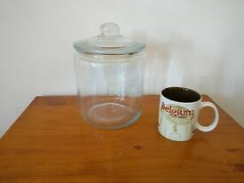 Glass bowl / jar with lid