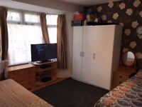 1 bed first floor flat in East Ham - PART DSS ACCEPTED WITH 2 MONTHS DEPOSIT + A WORKING GUARANTOR