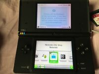 DSi + 2 games + charger