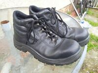 Safety boots size 40, very little used- 7 pouns