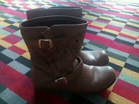 Tan brown flat boots size 6