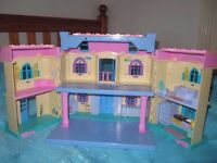 Fantastic dolls house, very good condition