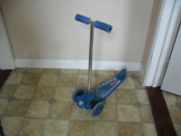 Blue twist and roll scooter