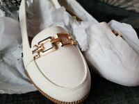 Smart Stylish Ladies Shoe Size 5 Brand New