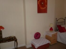 2 bedroom flat short let in Bolton to let to working professional