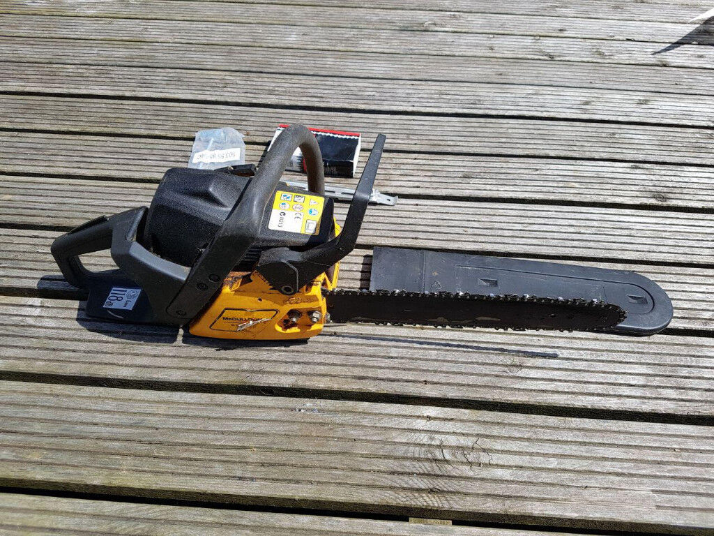 McCulloch 438 Chainsaw with 2 chains, Chain adjusting tool, Sharpening  file, Instruction manual