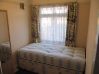 A Single Bright room in Northolt Station, 5 Min Walk to central Line station & shops, all facilities