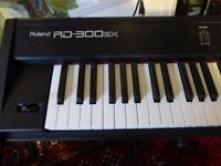 Roland RD 300 SX electric keyboard in excellent condition, gig bag, pedal, seat and stand included