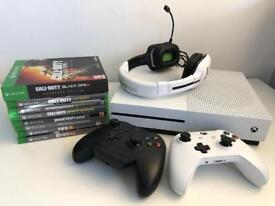 Xbox one s bundle / 8 games & 2 controllers