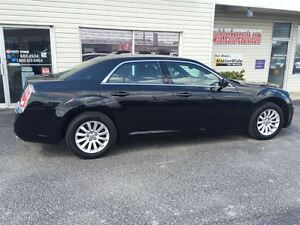 2014 Chrysler 300 Touring VOICE COMMAND HEATED MIRRORS ALLOY WHE Windsor Region Ontario image 9
