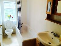 Beautiful double room for couple/2 working professionals . £140 P.W. Only including all bills