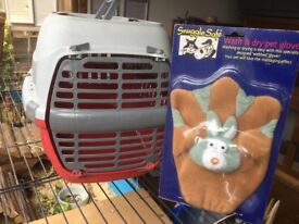 Pet carrier, with new pet grooming glove, carrier will suit rabbits, guinea pigs, poultry etc.