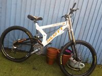 Scott dh mountain bike