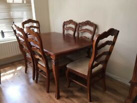 Dining table and six chairs - Solid wood, Excellent Condition
