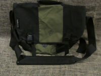 Pakuma Choroka Black Green Laptop Bag