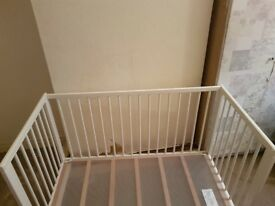 White cot/ toddlers day bed.