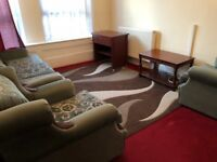 Large Two dOUble Bedroom Flat With Separate Large kitchen and Separate Living Room