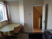 4 bedroom flat in Bath Road, Hounslow, TW5 (4 bed) (#1113971)