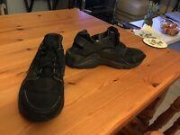 AWESOME Nike Sportswear Huarache Run Trainers, Boy's, Size: 6, Black - OMG