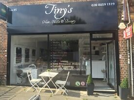 (Tinys salon Eltham)Fully qualified hairdresser required/ also a hairdressing apprentice required
