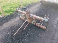 Heavy duty tractor three point linkage bale spike