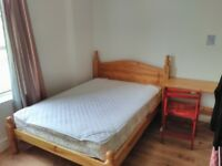 Large room with double bed Wavertree in friendly professional International house all inc rent