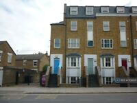 2 bedroom flat in Grove Road, London, E3 (2 bed) (#1109335)