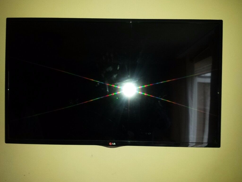 "LG 42LN570V 42"" LED Smart TV (Cracked Screen) for sale"