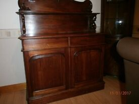 Lovely 1940s dinning room dresser in really good condition.
