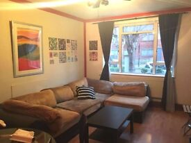 3 double bedroom apartment in secure gated area,only 5mins from Kings Cross Station