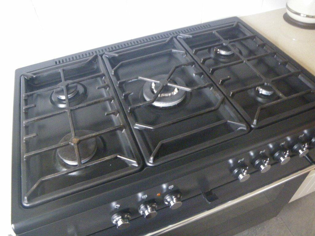 DUAL FUEL RANGE COOKER. 5 RING BURNER + FAN ASSIST OVEN. VERY GOOD CONDITION. READY FOR UPLIFT.