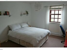 **Hi Stratford I'm looking for great flat mate in new 3 bedroom flat **